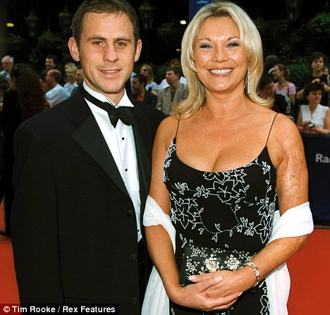 Who is amanda redman dating